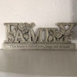 "💥SALE-Hallmark ""Family"" Sign"